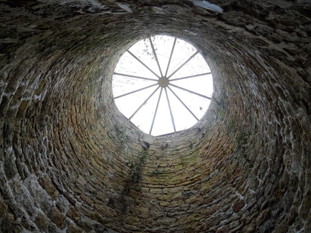 Le puits de lumière de la double caponnière du Fort de Bron.