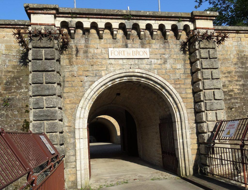 Entrée du Fort de Bron et son porche
