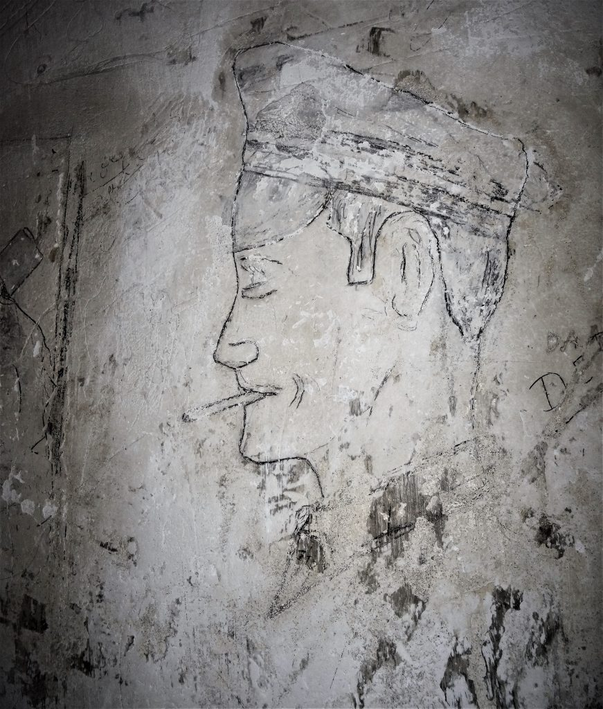 Graffiti dans les locaux disciplinaires d'un soldat qui pourrait être Allemand