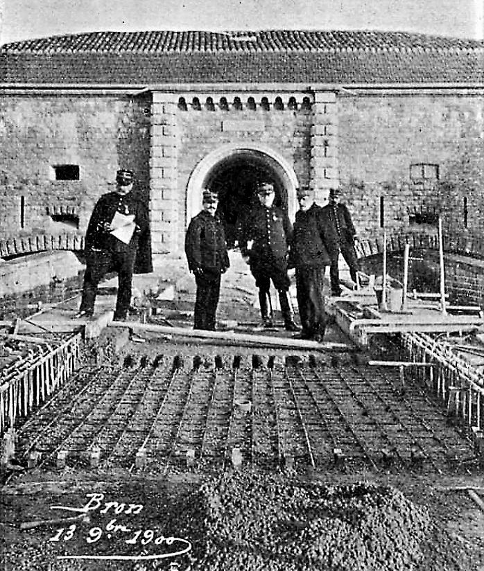 """Travaux en 1900 - le pont en béton armé (Source : bulletin """"Le béton armé"""" numéro 35 avril 1901)"""