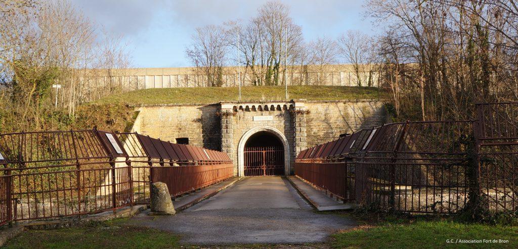 Le pont dormant du Fort de Bron