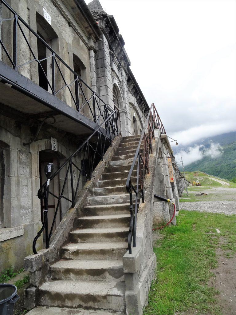 Casernement du Fort de Comboire - Accès à la terrasse et aux chambrées