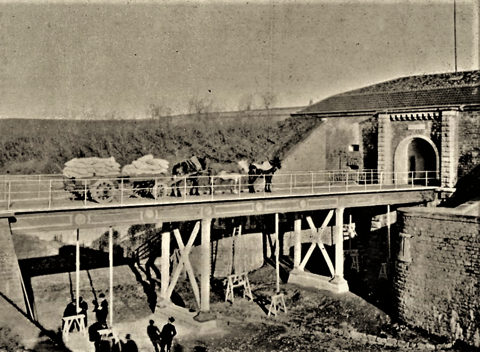 Pont dormant - Fort de Bron - Épreuves de réception - Chariot chargé de 6 tonnes tiré par trois chevaux (Gallica- revue du Génie)