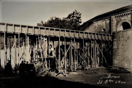 Pont dormant  du Fort de Bron en 1900 : son coffrage  (Gallica- revue du Génie)