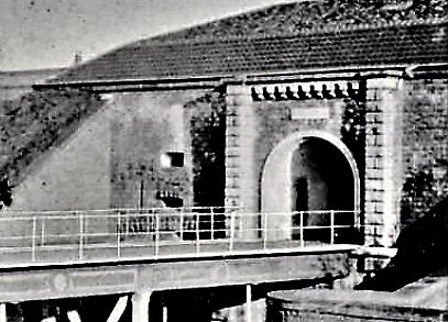 Entrée du Fort de Bron en 1900 lors de la refection en béton armé du pont dormant.
