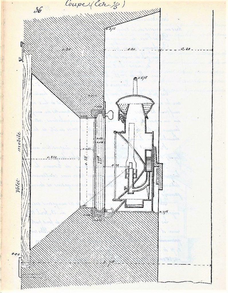 Coupe au niveau d'une baie de la chambre aux lampes montrant les emplacements du verre et de la lampe. On observe un volet qui obturait la baie.