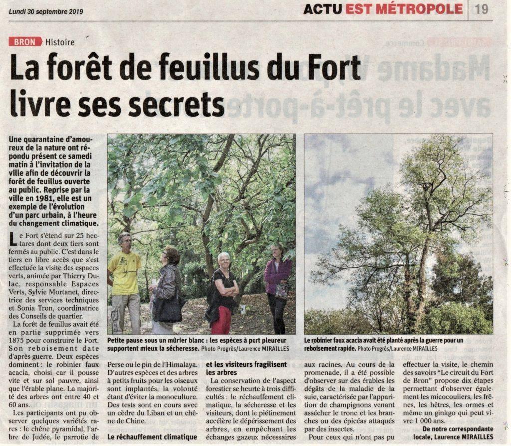 """Visite autour du Parc du Fort de Bron dans le cadre de la """"Quinzaine de l'écocitoyenneté et du cadre de Vie""""."""