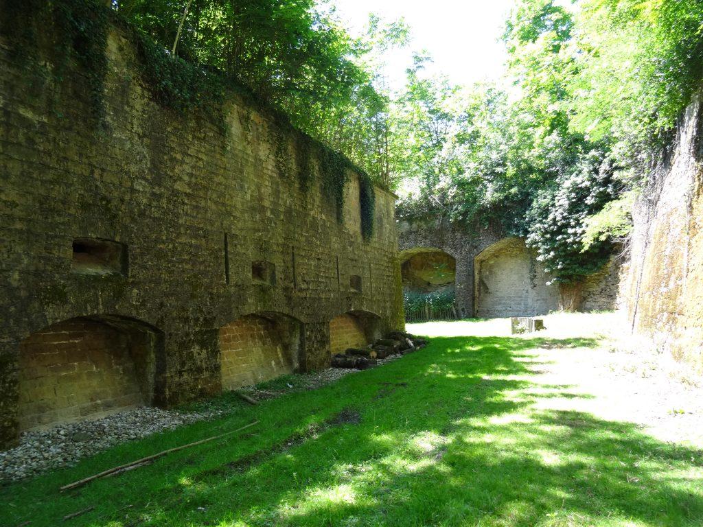 Caponnière Nord du Fort de Bron vue des fossés