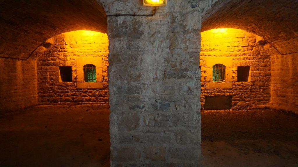 Les loges de la caponnière double où étaient disposées les deux types différents de canon