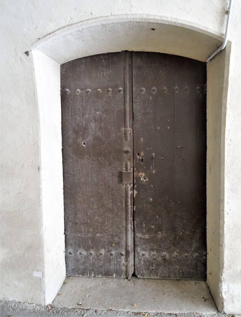 Porte des locaux disciplinaires