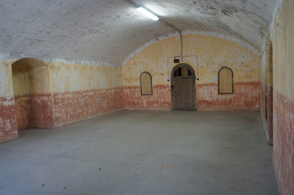 Casemate-logement du Fort de Bron de la cour du Parados