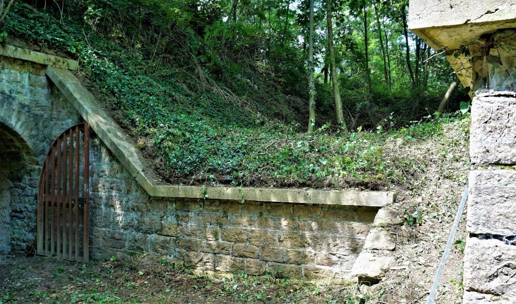 Mur de soutènement d'une plateforme de tir