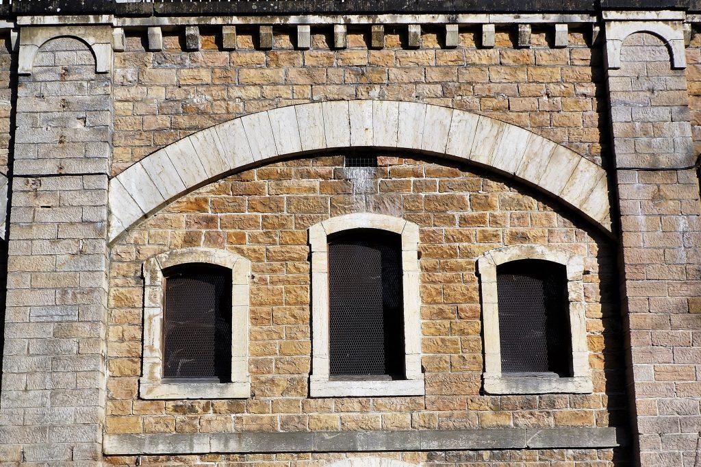 Façade du casernement du cavalier du Fort de Bron
