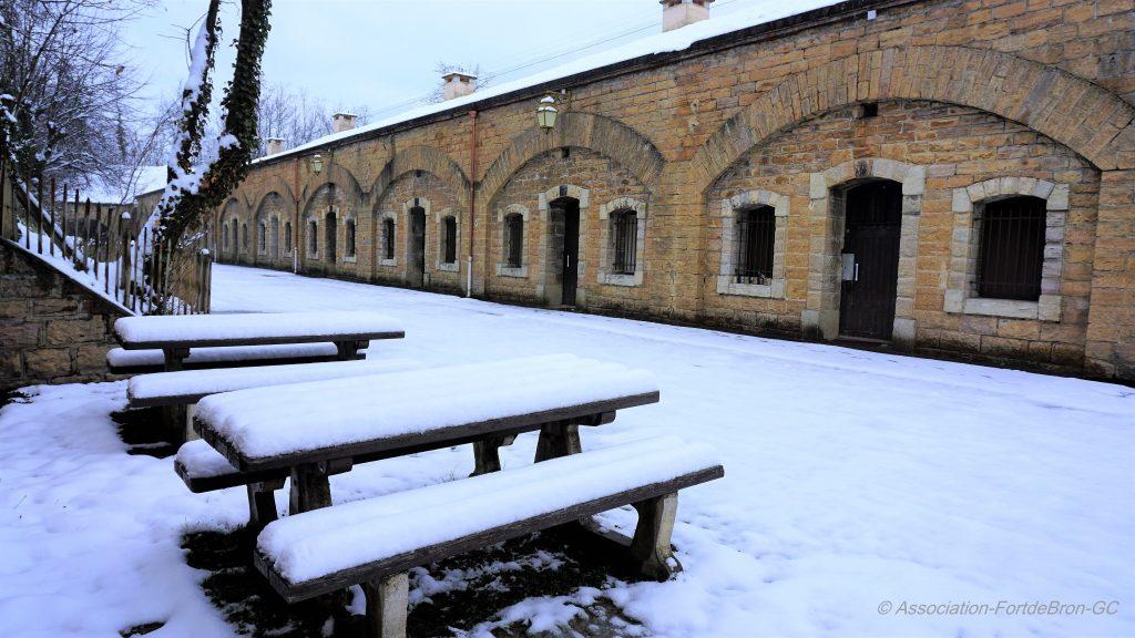 Cour du parados du Fort de Bron sous la neige
