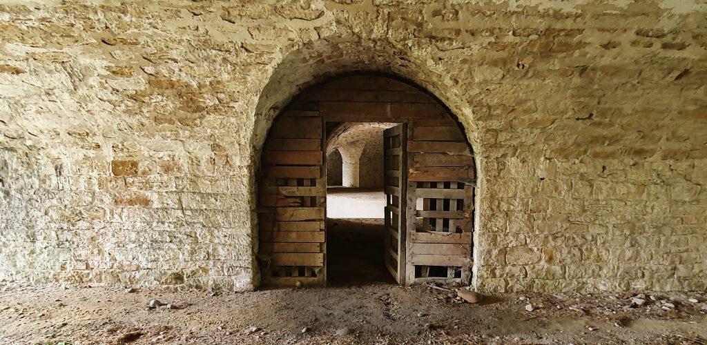 Abri de la cour sud du parados au Fort de Bron