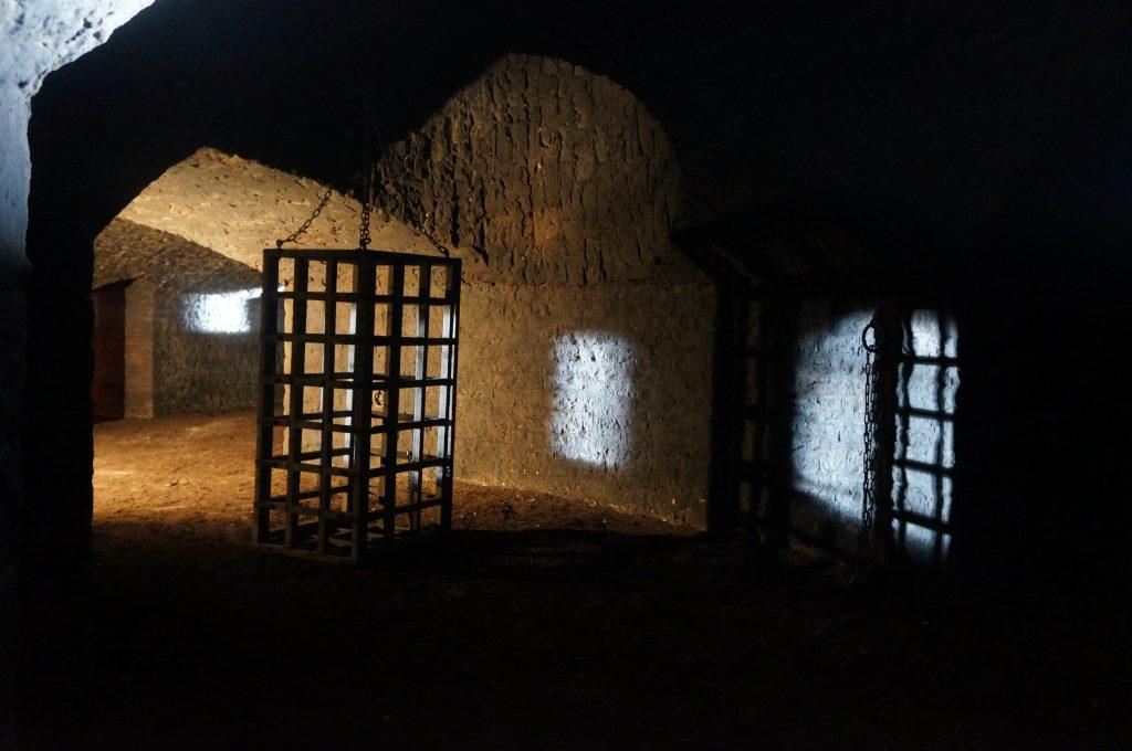 La caponnière et sa cage / lieu de tournage de la prison de Kaamelott
