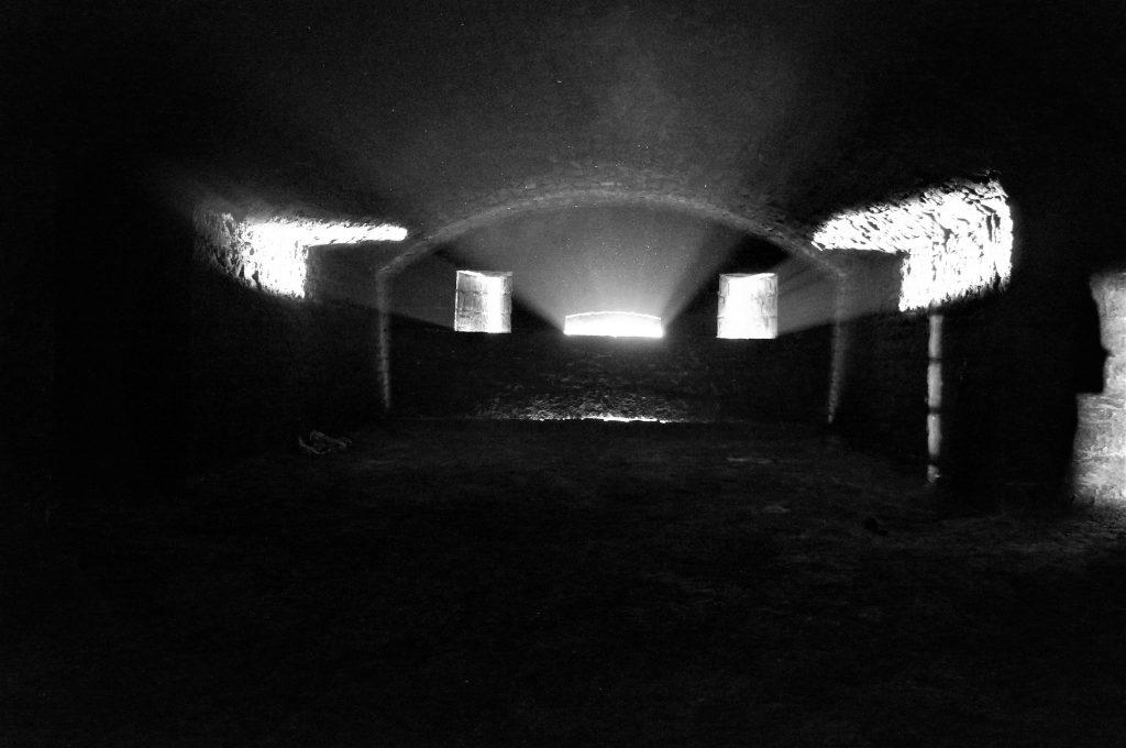 La caponnière et son éclairage / lieu de tournage de la prison de Kaamelott / Fort de Bron